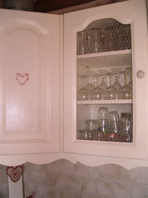 armoire de cuisine but porte grillage à poule photo de cuisine relookée la déco de gégé