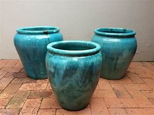 Outdoor pottery planters glazed pottery and it s for Outdoor küchenschrank