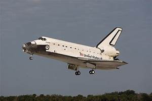 File:Space Shuttle Atlantis landing at KSC following STS ...