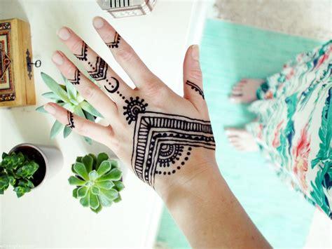 henna selber malen blumenkleid und henna auf der