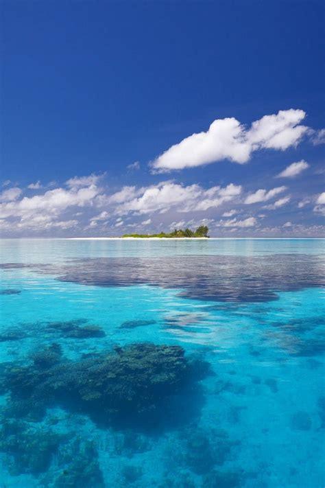 paesaggio mare azzurro  isola esotica deserta natura