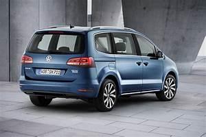 Volkswagen Sharan : volkswagen is debuting technically updated sharan in geneva ~ Gottalentnigeria.com Avis de Voitures
