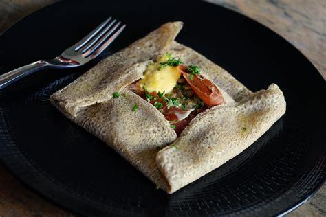 galette bretonne recette de galette bretonne aux oeufs chignons et jambon cru par chef simon