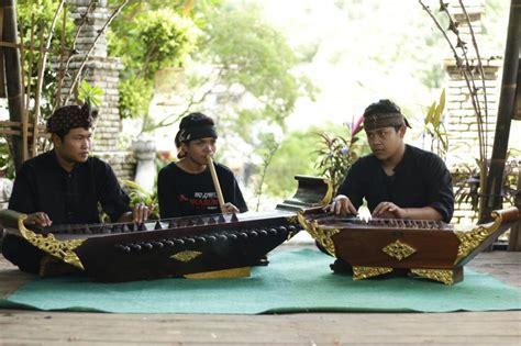 Berikut disajikan sejarah singkat perkembangan pertunjukan seni musik barat. Sejarah Perkembangan Musik di Indonesia - GASBANTER JOURNAL