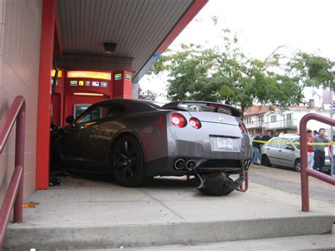 nissan gt  crashes  vancouver bank top speed