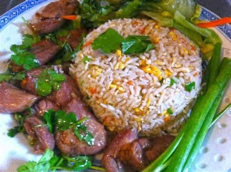 cuisiner le vrai riz frit chinois riz frit au poulet riz frit poulet thaï et légumes