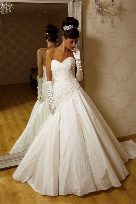 amira wedding dress  hollywood dreams hitchedcouk