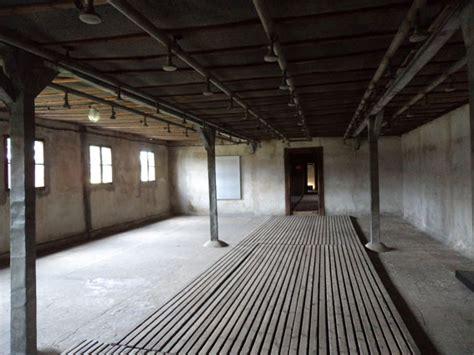 les chambres à gaz traces absences fantômes majdanek caillou tendre