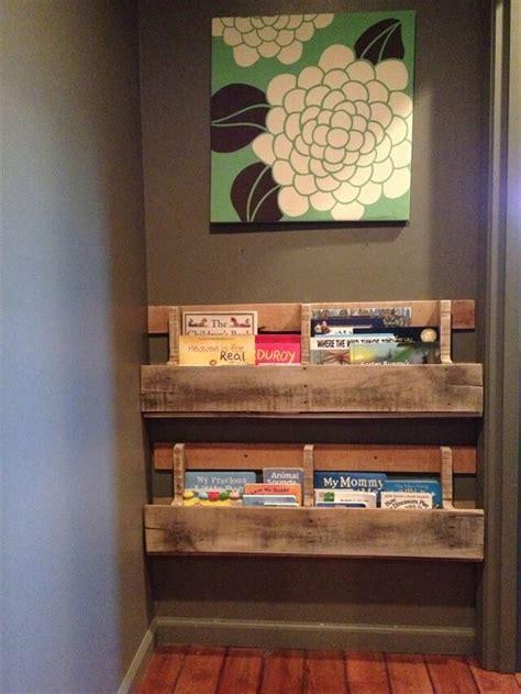 pallet bookshelves  plans   books pallet