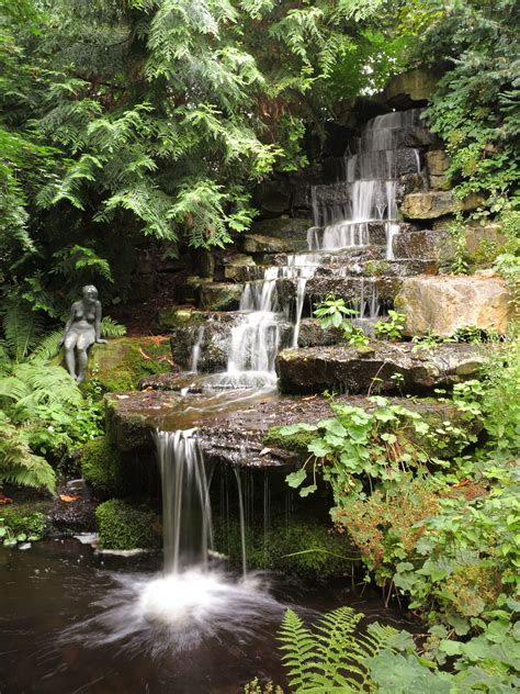 Filebs Bot Garten Wasserfalljpg  Wikimedia Commons