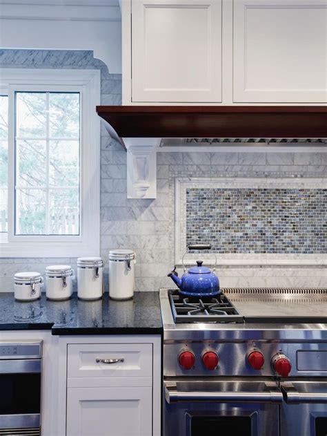 Pictures Of Kitchen Backsplashes by 1000 Ideas About Glass Tile Kitchen Backsplash On