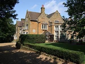 File:Highgate House Creaton England.jpg
