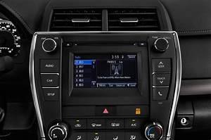2017 Toyota Camry Radio Interior Photo   Automotive.com