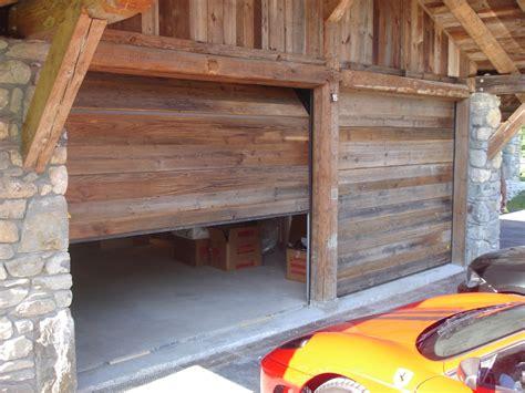 porte de garage en bois porte de garage sectionnelle en bois isolation id 233 es