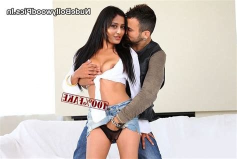 Nidhi Subbaiah Goes Horny Showing Her Boobs • Actress Fakes