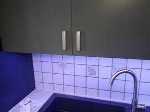 Installer Un Plan De Travail : installer des leds au plan de travail cuisine astuces pratiques ~ Melissatoandfro.com Idées de Décoration