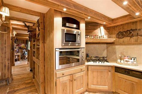 cuisine chalet moderne décoration intérieur chalet montagne 50 idées inspirantes