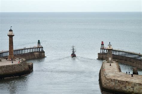 Boat Terms For Leaving by File Boat Leaving Whitby Port Jpg Wikimedia Commons