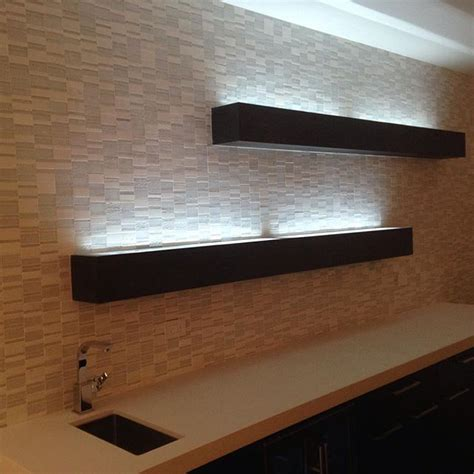 Regal Mit Beleuchtung by Floating Shelves With Glass Top With Led Lighting To