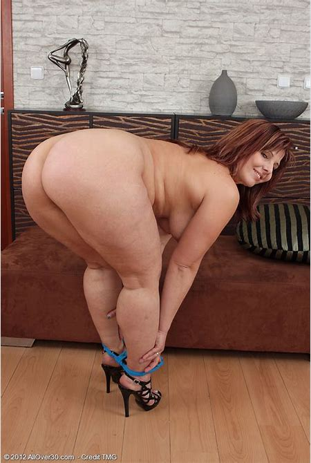 Chubby mature wife Marie Jeanne reveals nice big tits and ...