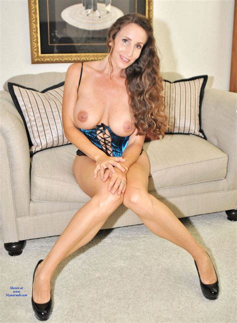 Big Tits Brunette Sitting   October         Voyeur Web