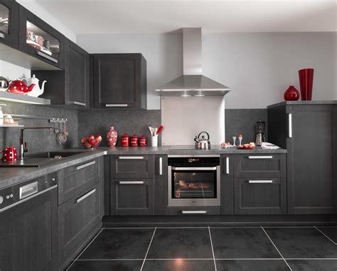 cuisine fjord noir avec ses portes en chêne le modèle