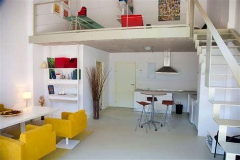monoambiente  entre piso  toques de color casa web