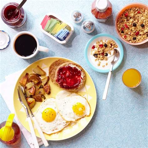 How To Eat A Healthy Breakfast While You're Traveling