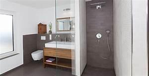 Badezimmer Grauer Boden Weiße Wand : begehbare duschen mit fliesen gestalten fliesen kemmler ~ Bigdaddyawards.com Haus und Dekorationen