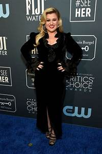 Kelly Clarkson Walks Red Carpet With Husband at Critics ...