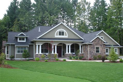 Traditional Style House Plan  4 Beds 300 Baths 3500 Sq