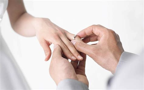 bridal guide picking wedding rings by dayus hinch