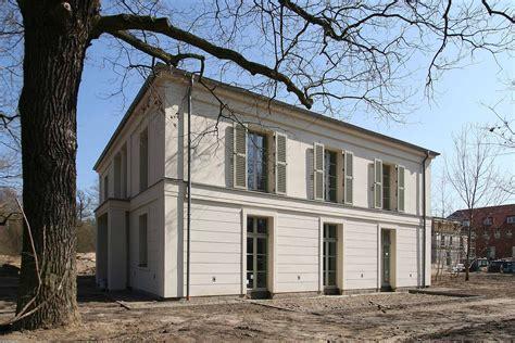 Haus Negativ by Gro 223 E Sprossenfenster Lisenen Faschen Und Gesimse