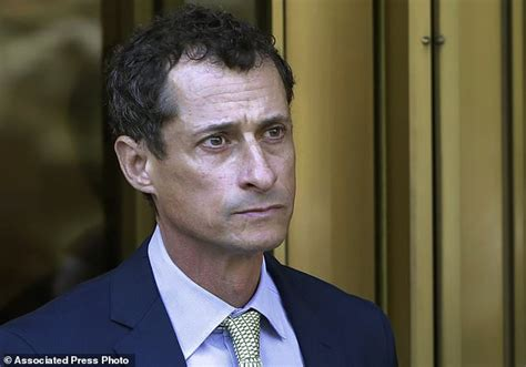 federal bureau of prisons anthony weiner reports to prison for sexting conviction