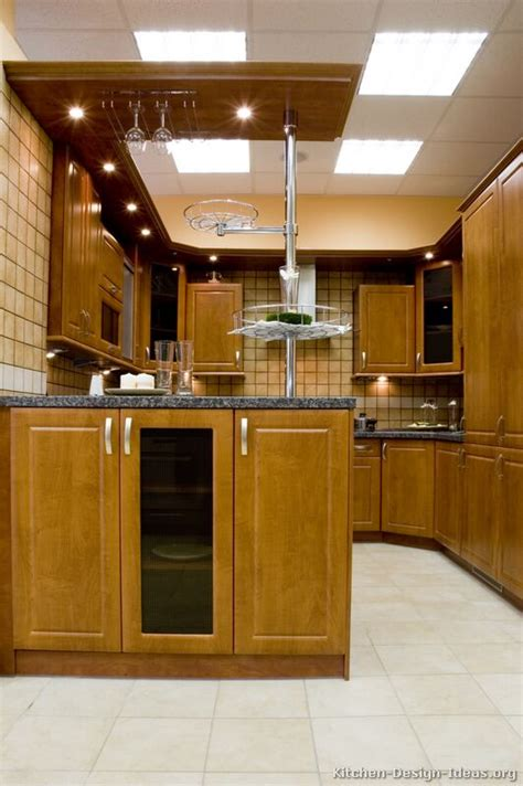 kitchen ideas for medium kitchens pictures of kitchens traditional medium wood cabinets brown kitchen 18