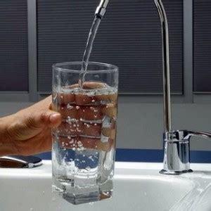 poca acqua dal rubinetto acqua rubinetto poca fiducia gli italiani