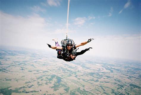 sky dive file skydiving cushing jpg
