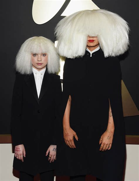 who is sia chandelier kristen wiig s grammy performance with sia and