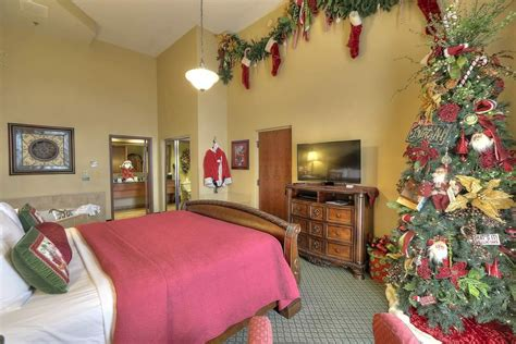 santa suite  inn  christmas place pigeon forge tn