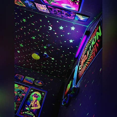 view  night    blacklight blacklightroom