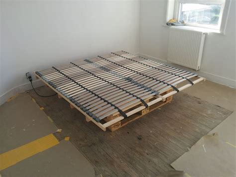 Ikea Bed Slats by Lonset Bed Slats Paired With Pallets For A Cheap Diy Bed