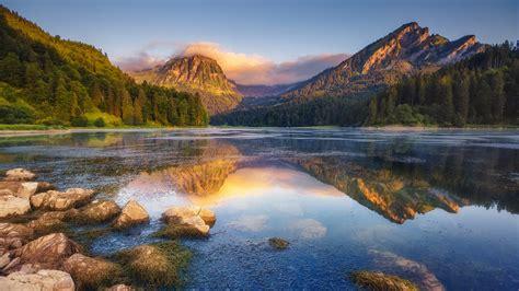 Lake Obersee under sunlight, Näfels, Mount Brunnelistock ...