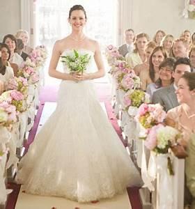 Jen Garner's Wedding Dress on Ghosts of Girlfriends Past ...