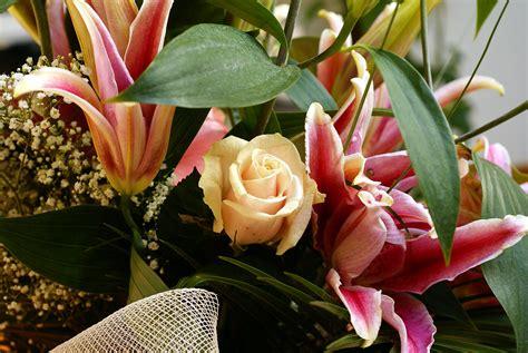 aux bureaux bouquets de la fleur photo de la composition de la fleur