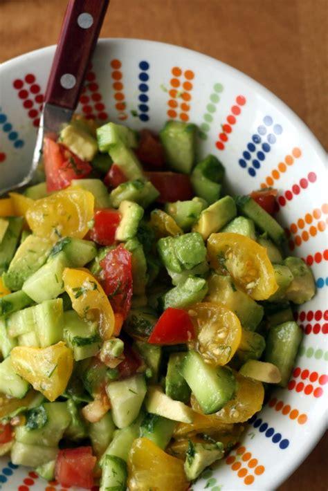 Gurķu, tomātu un avokado salāti | Pannas un pīrāgi
