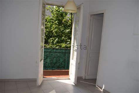 El piso se distribuye en un amplio salón, 3 habitaciones con parquet ( 1 doble con baño y bañera. Alquiler de Piso en calle Mallorca, La Sagrada Família ...