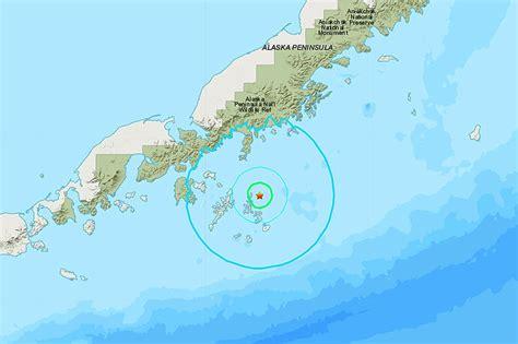 tsunami warning   magnitude quake hits  alaska
