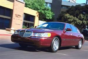 LINCOLN Town Car specs - 1998, 1999, 2000, 2001, 2002