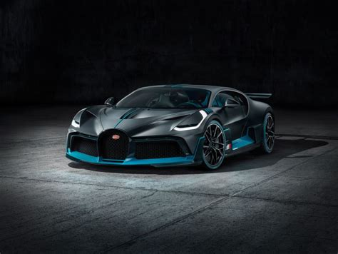 The silver/blue car has been specced to match the. Bugatti Divo : pour les blasés de la Chiron ! - Photo #11 - L'argus