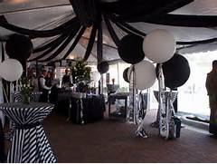 Table Decorations Black And White Theme Black And White Decor Black White Wedding Flowers Pinterest
